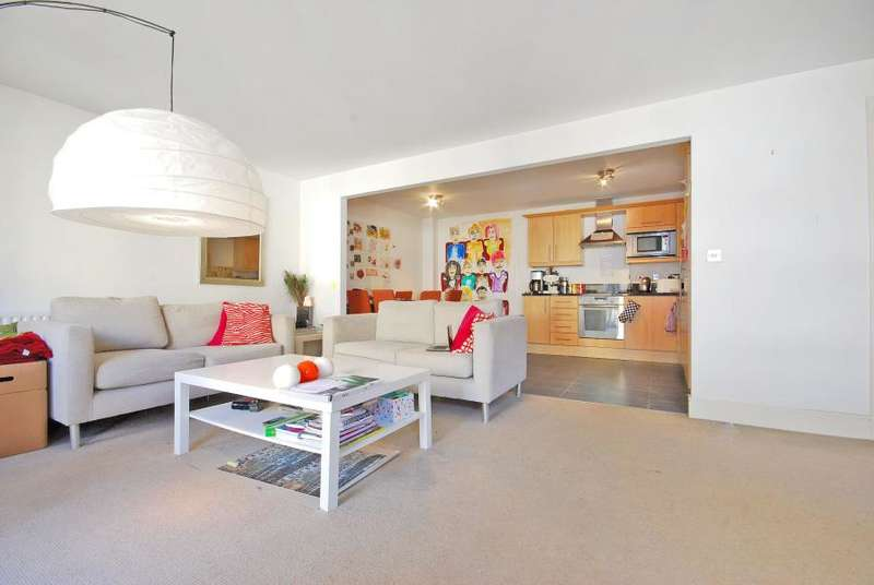 3 Bedrooms Apartment Flat for sale in Canary Central, South Quay, E14