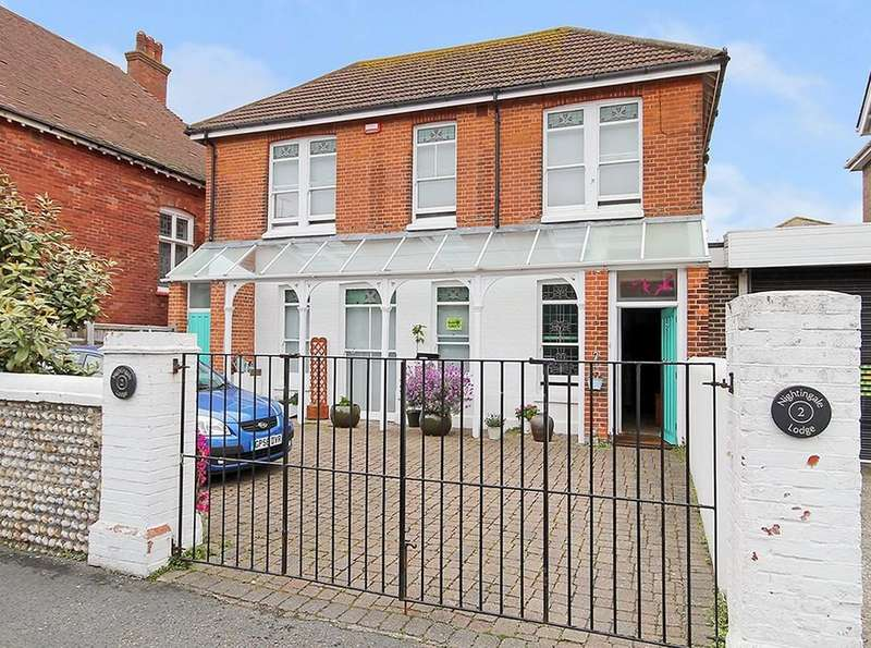 5 Bedrooms Detached House for sale in Salisbury Road, Worthing BN11 1RB