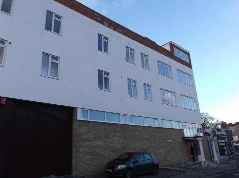 1 Bedroom Apartment Flat for sale in Nicholls Avenue, Uxbridge