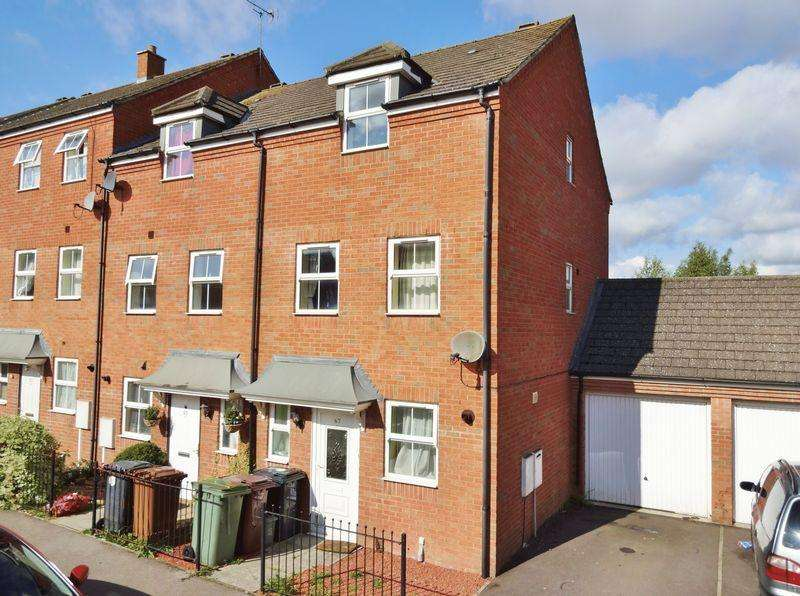 4 Bedrooms Terraced House for sale in Chatsworth Road, Oakley Vale, Corby