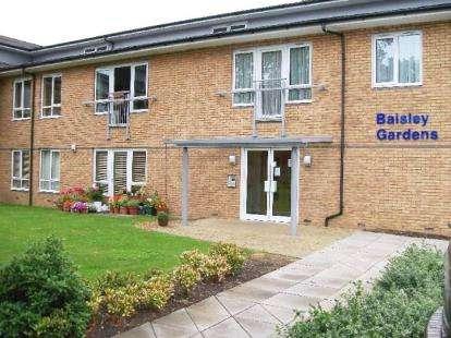2 Bedrooms Flat for sale in Baisley Gardens, Napier Street, Bletchley, Milton Keynes