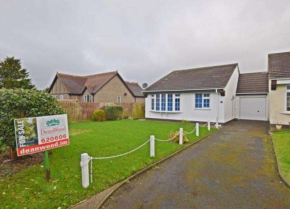 2 Bedrooms Bungalow for sale in Mountain View, Douglas, IM2 5HX