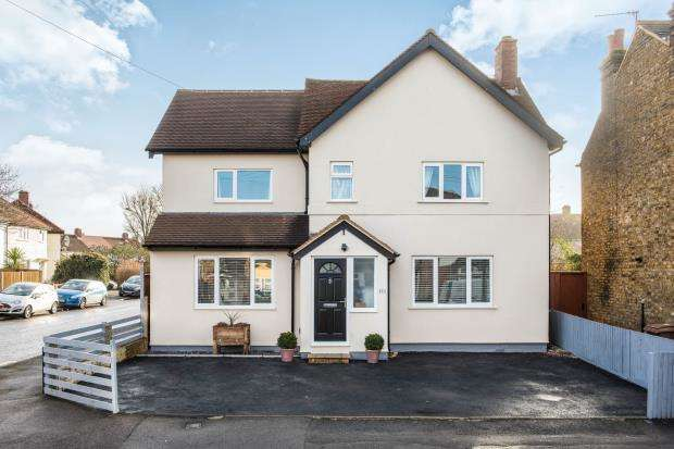 4 Bedrooms Detached House for sale in Worcester Park, Surrey, .