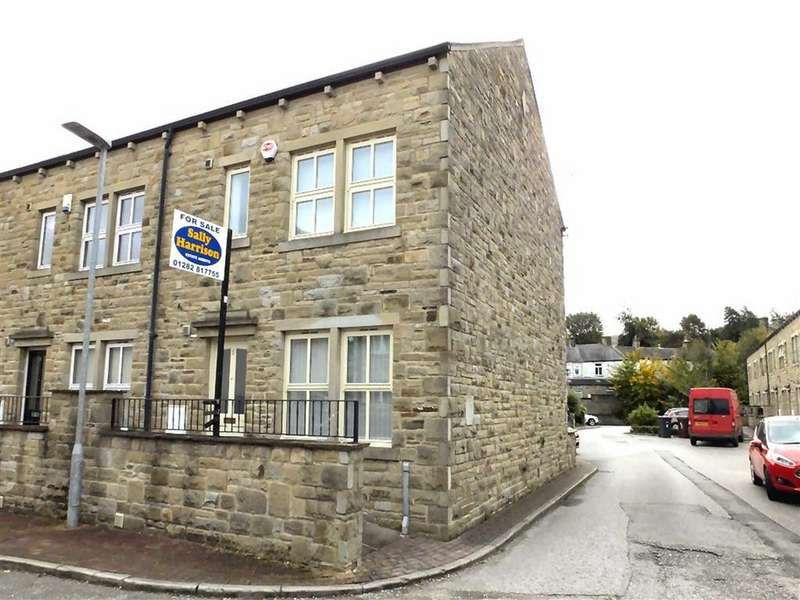 4 Bedrooms Terraced House for sale in Victoria Mews, Earby, Lancashire, BB18