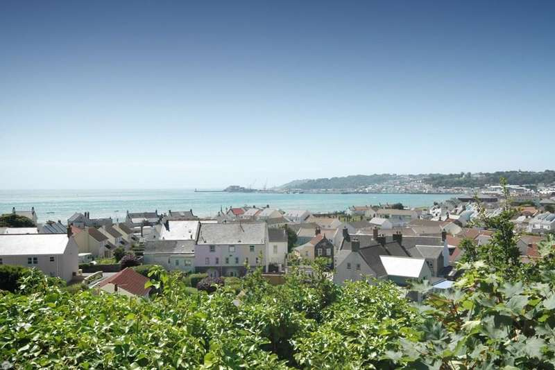 7 Bedrooms Semi Detached House for sale in Rue Des Pointues Rocques, St. Sampson, Guernsey