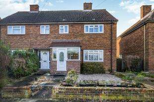 3 Bedrooms Semi Detached House for sale in Sanger Avenue, Chessington, Surrey