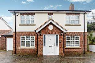 5 Bedrooms Detached House for sale in Sanderstead Hill, Sanderstead, South Croydon, Surrey