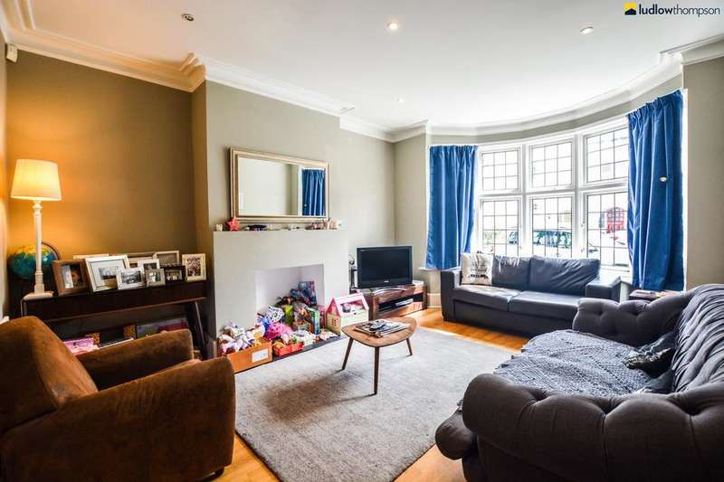 4 Bedrooms Terraced House for rent in Hexham Road, London SE27