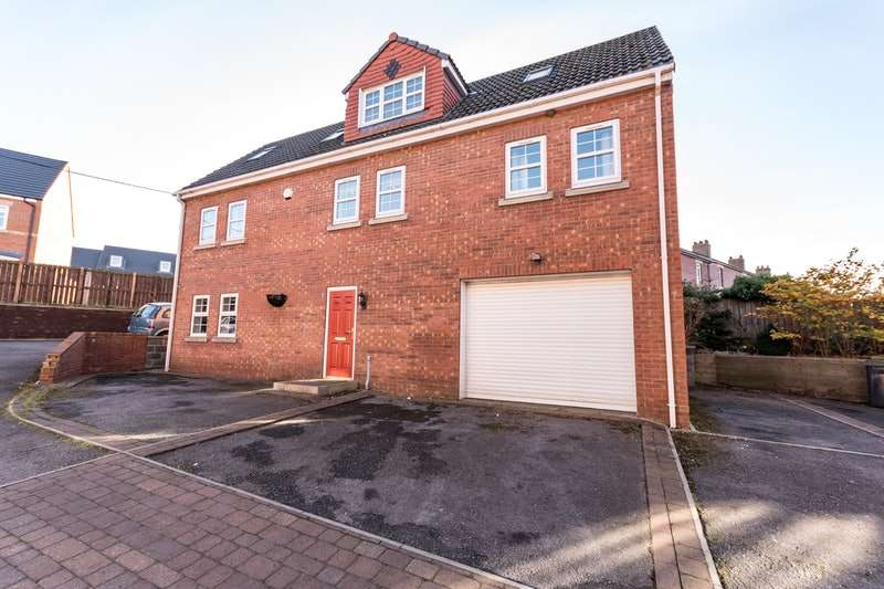 4 Bedrooms Detached House for sale in The Courtyard, Stanley, County Durham, DH9