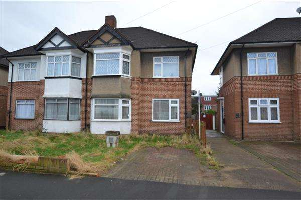 2 Bedrooms Maisonette Flat for sale in Amesbury Road, Hanworth