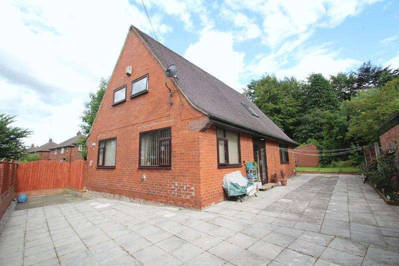 4 Bedrooms Detached Bungalow for sale in Turf Hill Road, Balderstone, Rochdale OL16 4XH