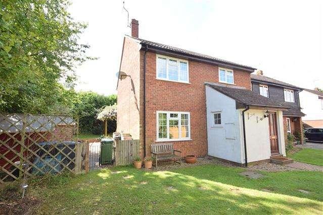 4 Bedrooms Semi Detached House for rent in Claverton Close, Bovingdon