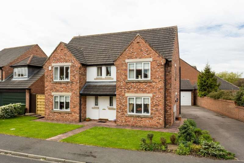 4 Bedrooms Detached House for sale in Gainsborough Close, Strensall, York, YO32
