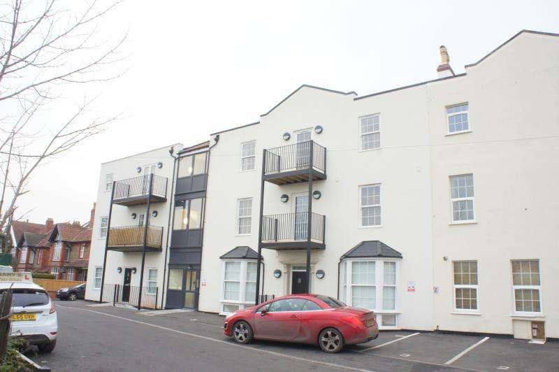 2 Bedrooms Apartment Flat for rent in Railway Court, Monmouth Road, Pill, Bristol, BS20 0FF