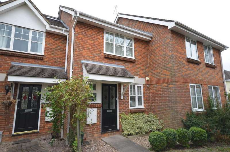 3 Bedrooms Terraced House for sale in Crosby Way, Farnham