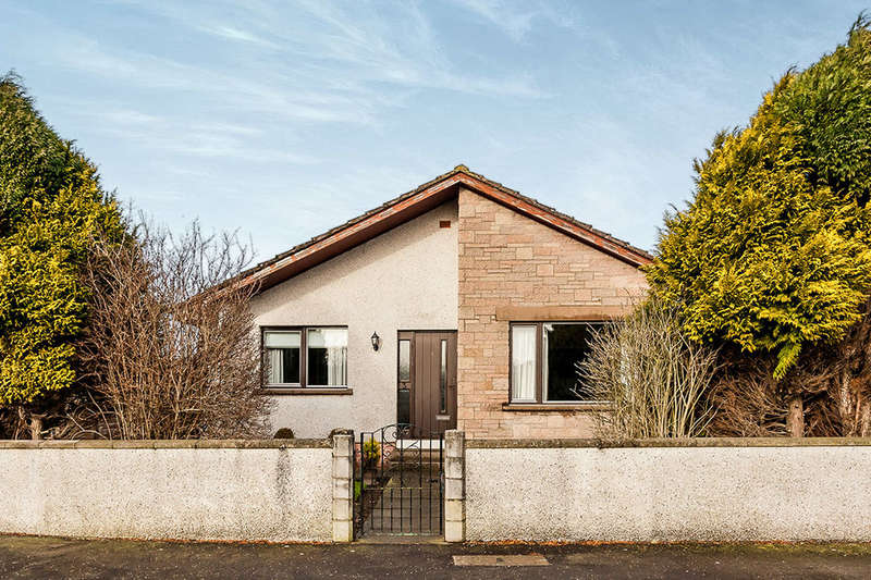 3 Bedrooms Detached Bungalow for sale in Braoch Road, MONTROSE, DD10