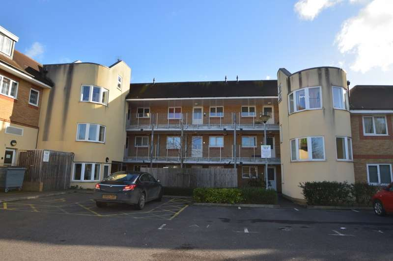 2 Bedrooms Flat for sale in Jackson Close, Langley, SL3