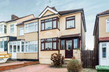 3 Bedrooms End Of Terrace House for sale in Collier Row, Romford, Havering