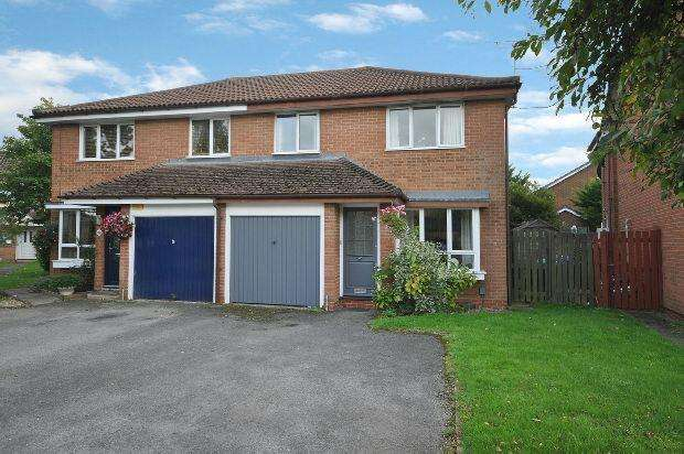 3 Bedrooms Semi Detached House for sale in Hurricane Way, Woodley, Reading,