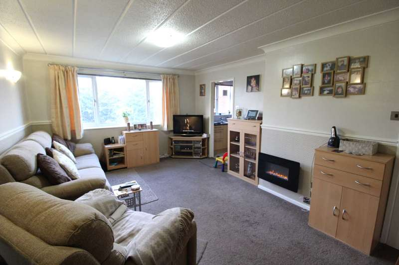 2 Bedrooms Flat for sale in Heath View, Salford