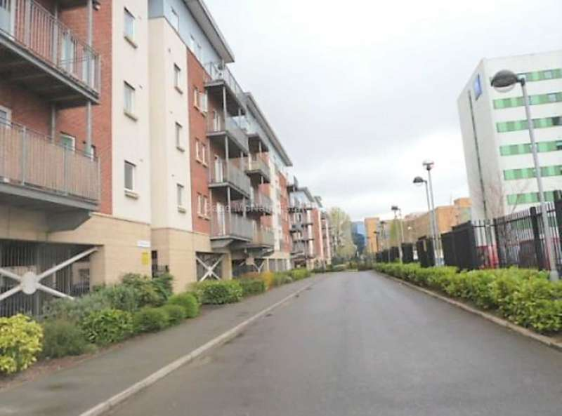 2 Bedrooms Apartment Flat for sale in Gilbert House, Elmira Way, Salford
