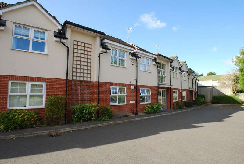 2 Bedrooms Flat for sale in Walnut Mews, Wooburn Green, HP10