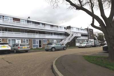 2 Bedrooms Flat for rent in Peartree Close, Ockendon