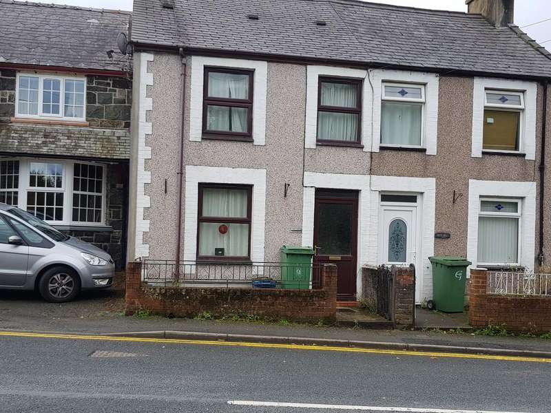 3 Bedrooms Terraced House for sale in Caeathro