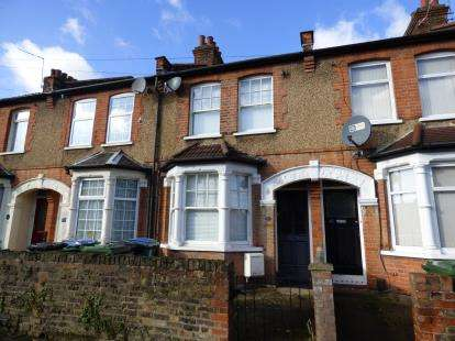 3 Bedrooms Terraced House for sale in Belgrave Avenue, Watford, Hertfordshire