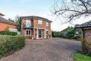 4 Bedrooms Detached House for sale in Petchart Close, Cuxton, Rochester, Kent