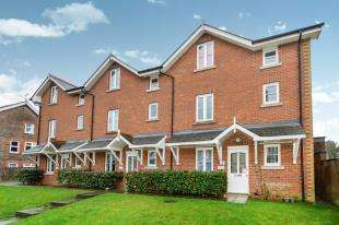 2 Bedrooms Flat for sale in Lion Mews, Framfield Road, Uckfield, East Sussex