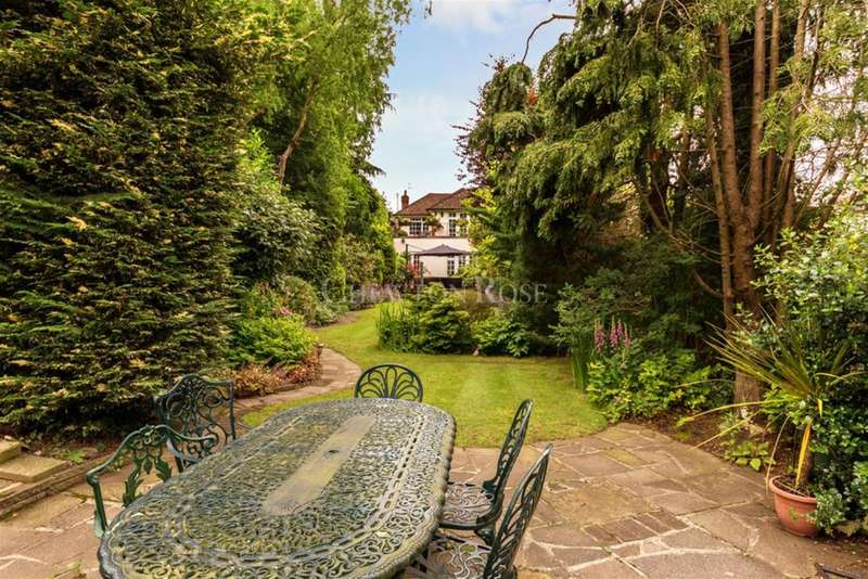 3 Bedrooms Detached House for sale in Buckhurst Hill