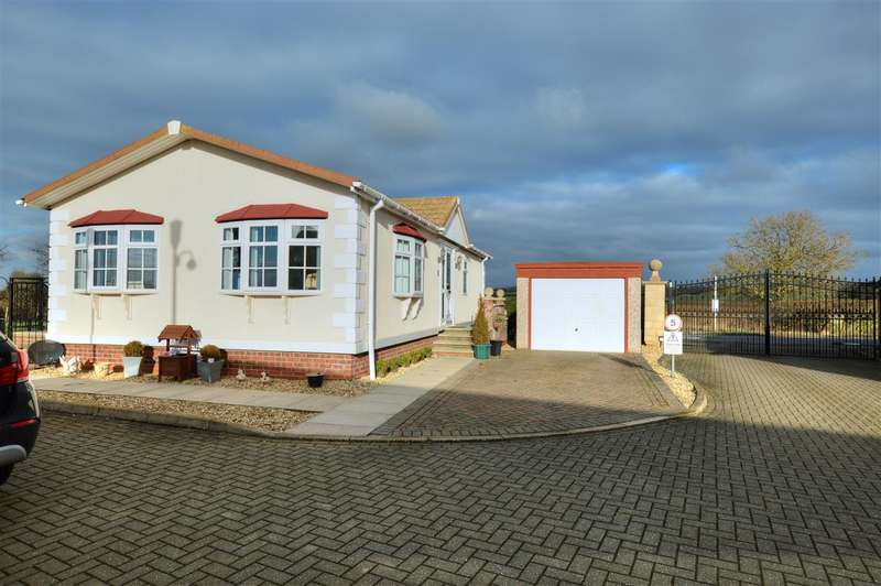 2 Bedrooms Park Home Mobile Home for sale in Main Street, Normanton on Cliffe