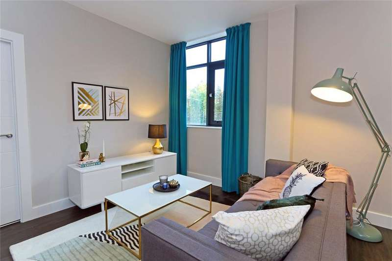 2 Bedrooms Flat for sale in Dawsons Square, Cote Lane, Pudsey, West Yorkshire, LS28