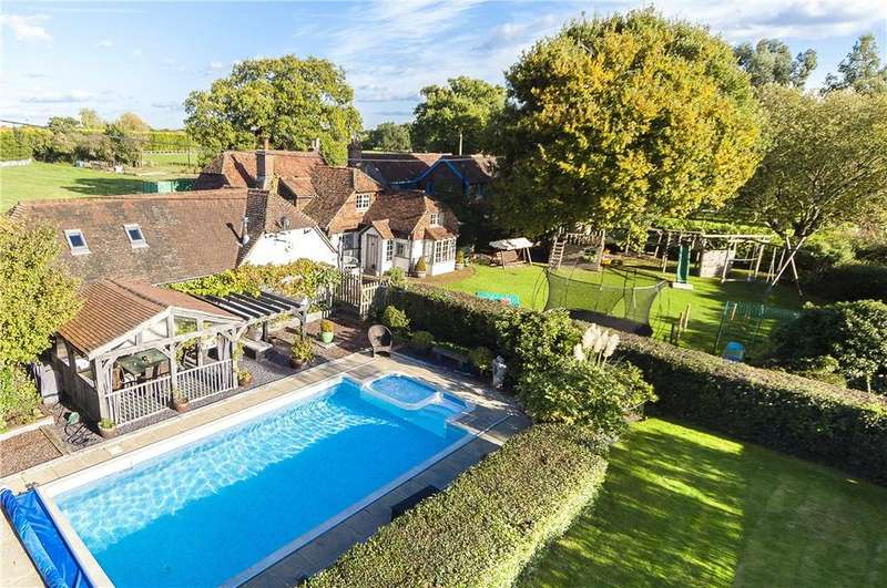 5 Bedrooms Detached House for sale in The Haven, Billingshurst, West Sussex, RH14