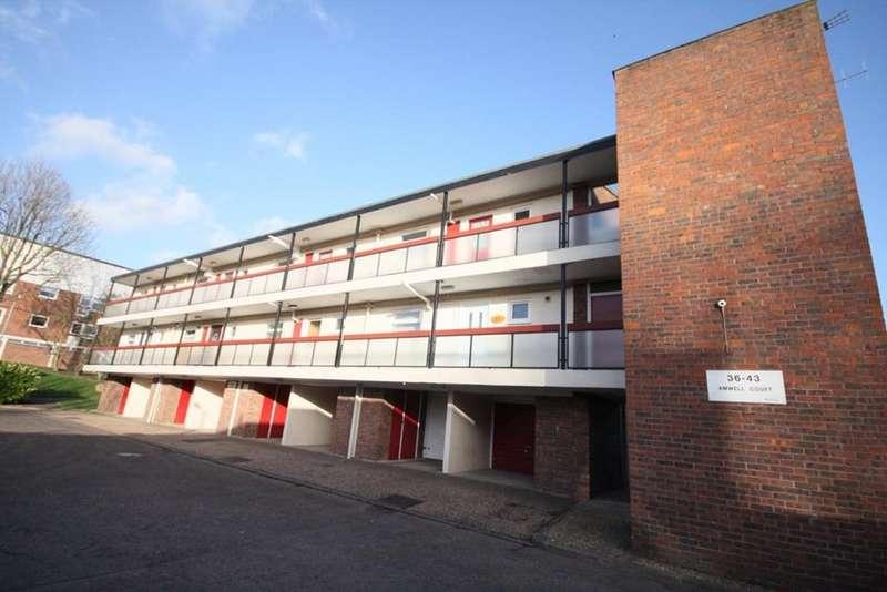 1 Bedroom Flat for sale in Amwell Court, Waltham Abbey, Essex, EN9