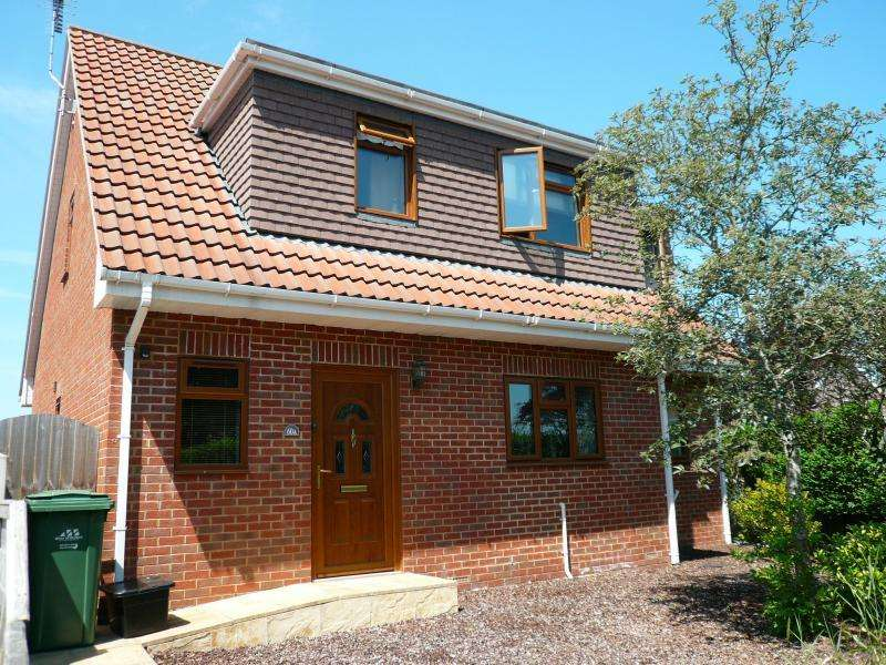 4 Bedrooms Chalet House for sale in Highbury Park, WARMINSTER, BA12