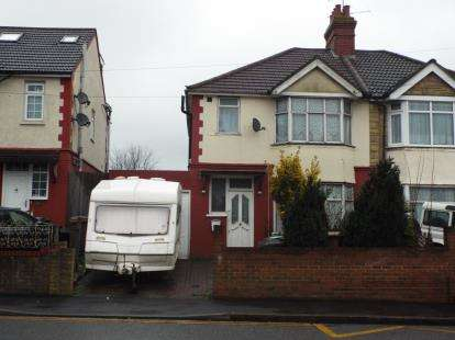 3 Bedrooms Semi Detached House for sale in Dunstable Road, Luton, Bedfordshire