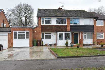 4 Bedrooms Semi Detached House for sale in Torrington Drive, Potters Bar, Hertfordshire