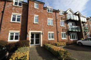 2 Bedrooms Flat for sale in William Cawley Mews, Broyle Road, Chichester, West Sussex