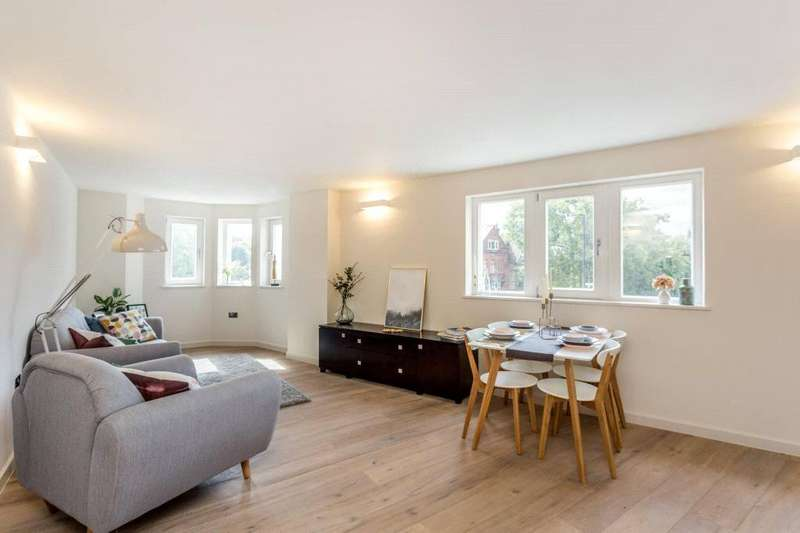 2 Bedrooms Flat for sale in Archway Road, Highgate, London, N6