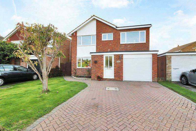 4 Bedrooms Detached House for sale in Greenfields Way, Horsham