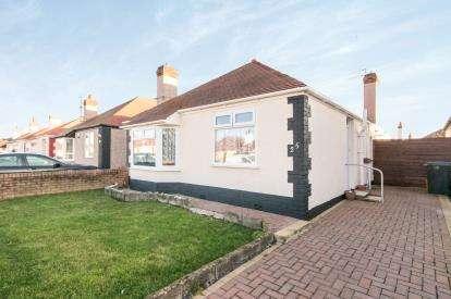 3 Bedrooms Bungalow for sale in Oakwood Road, Rhyl, Denbighshire, Uk, LL18