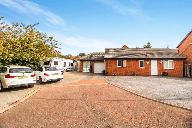 3 Bedrooms Bungalow for sale in Allchurch, Denton Burn, Newcastle upon Tyne, Tyne and Wear, NE15 7PW