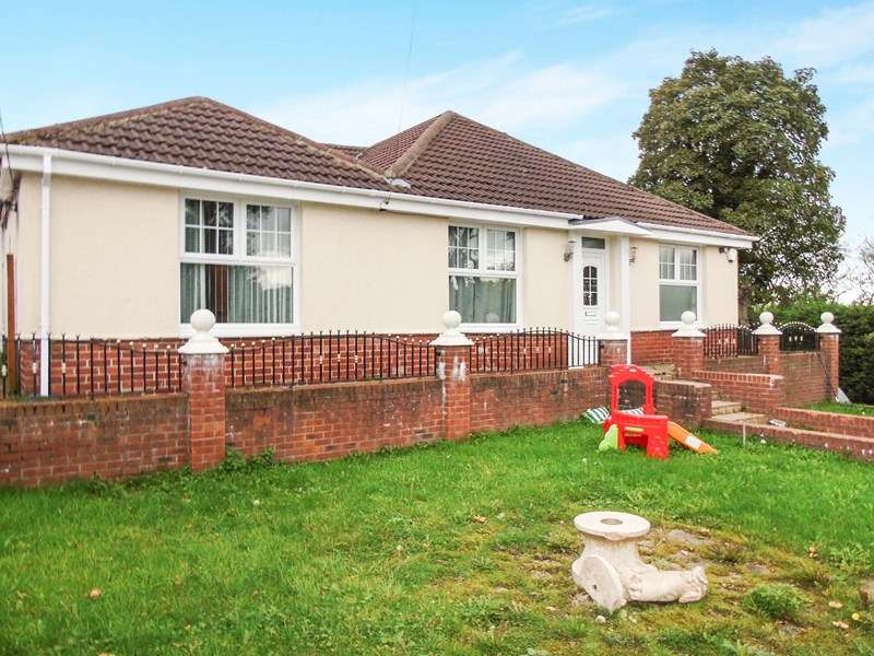 4 Bedrooms Bungalow for sale in Broomhill, Hetton le Hole, Houghton le Spring, Tyne & Wear, DH5 9PT
