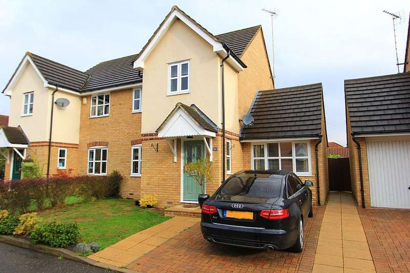 4 Bedrooms Semi Detached House for sale in Carswell Gardens, Wickford, Essex, SS12 9SA