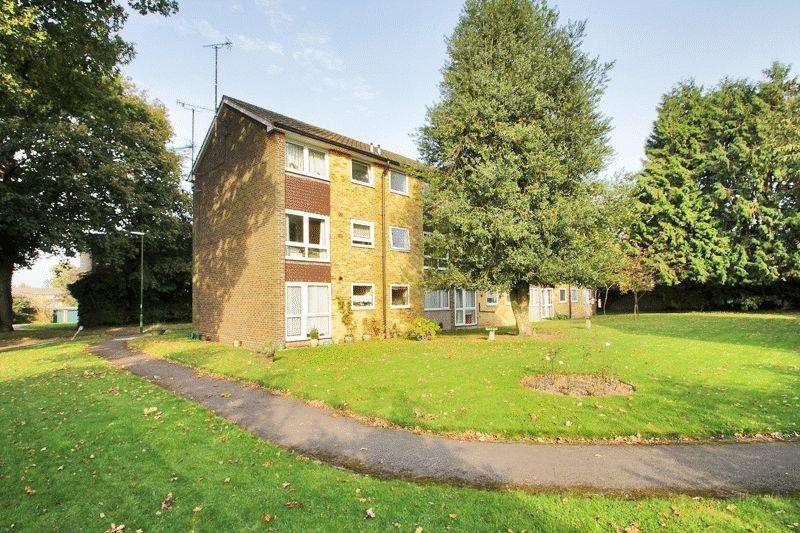 2 Bedrooms Maisonette Flat for sale in Cotswold Court, Horsham