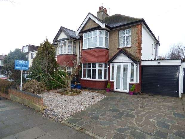 3 Bedrooms Semi Detached House for sale in Elmsleigh Drive, Leigh on sea, Leigh on sea, SS9 3DS