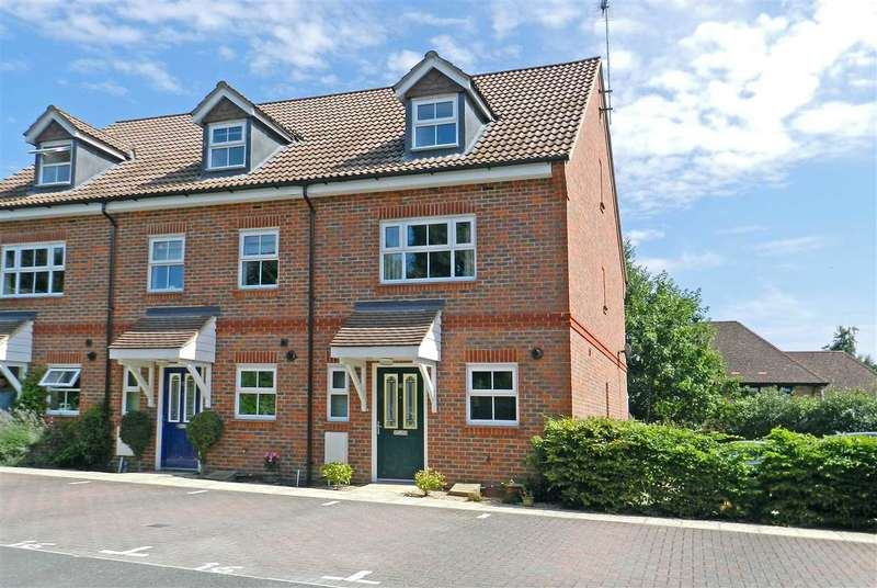 4 Bedrooms Semi Detached House for rent in Talavera Close, Dukes Ride, Crowthorne