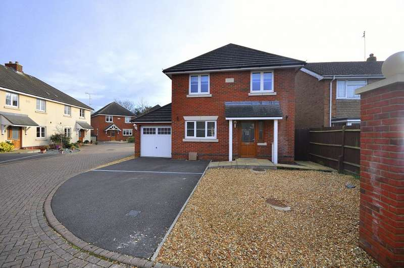 4 Bedrooms Detached House for sale in Ringwood, BH24 3FD